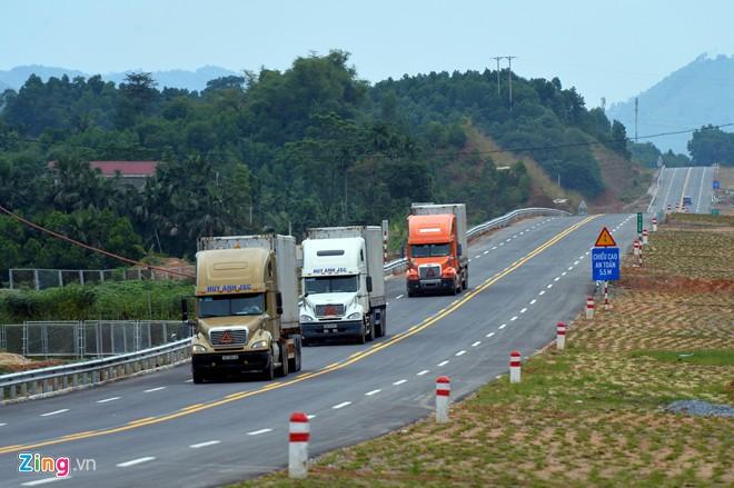 Phong cảnh kỳ vĩ trên tuyến cao tốc dài nhất Việt Nam - Ảnh 16
