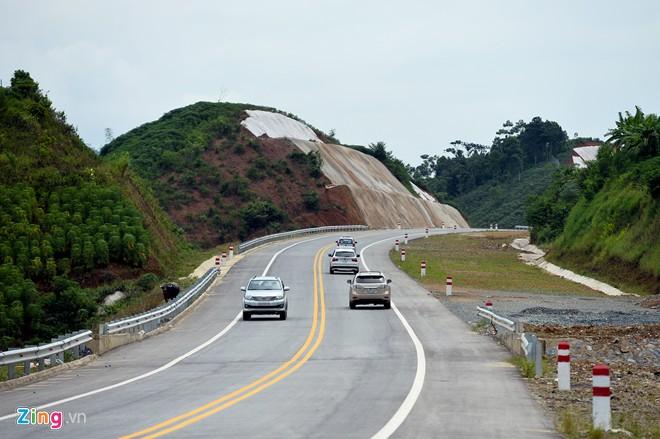 Phong cảnh kỳ vĩ trên tuyến cao tốc dài nhất Việt Nam - Ảnh 2