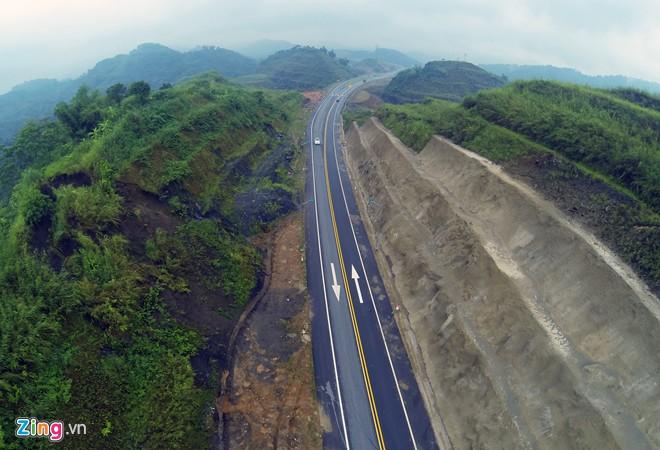 Phong cảnh kỳ vĩ trên tuyến cao tốc dài nhất Việt Nam - Ảnh 3