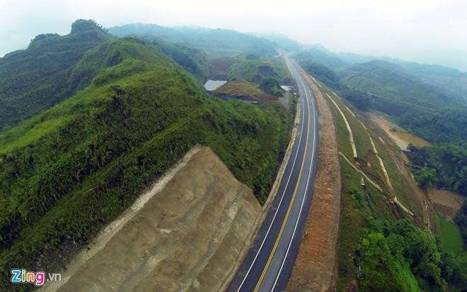 Phong cảnh kỳ vĩ trên tuyến cao tốc dài nhất Việt Nam - Ảnh 4