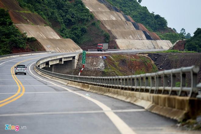 Phong cảnh kỳ vĩ trên tuyến cao tốc dài nhất Việt Nam - Ảnh 5
