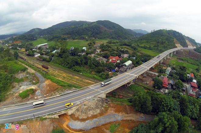 Phong cảnh kỳ vĩ trên tuyến cao tốc dài nhất Việt Nam - Ảnh 6