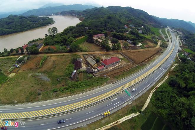 Phong cảnh kỳ vĩ trên tuyến cao tốc dài nhất Việt Nam - Ảnh 8