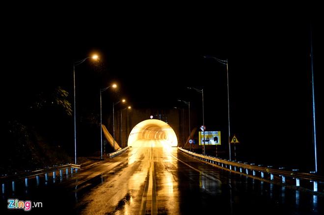 Phong cảnh kỳ vĩ trên tuyến cao tốc dài nhất Việt Nam - Ảnh 9