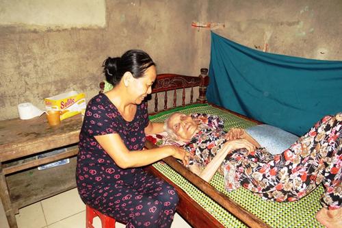 Cuộc sống của cặp vợ chồng 106-104 tuổi ở Việt Nam - Ảnh 2