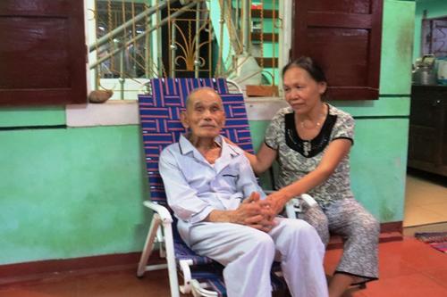 Cuộc sống của cặp vợ chồng 106-104 tuổi ở Việt Nam - Ảnh 3