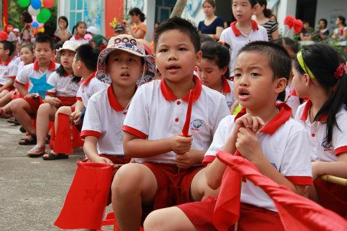 Học sinh Tiểu học Hà Nội đẹp như thiên thần trong lễ khai giảng - Ảnh 10