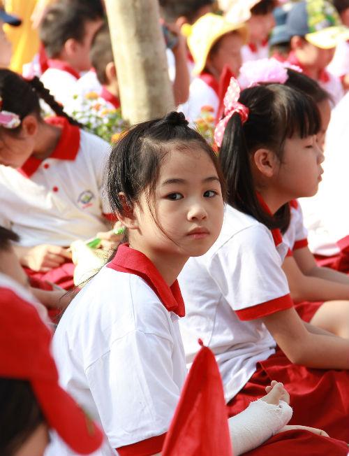 Học sinh Tiểu học Hà Nội đẹp như thiên thần trong lễ khai giảng - Ảnh 11