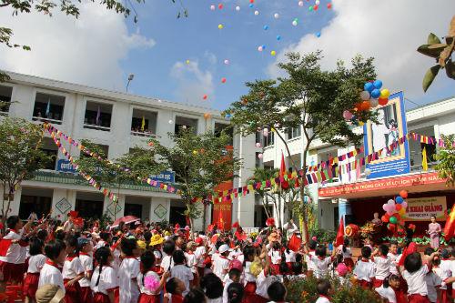 Học sinh Tiểu học Hà Nội đẹp như thiên thần trong lễ khai giảng - Ảnh 13