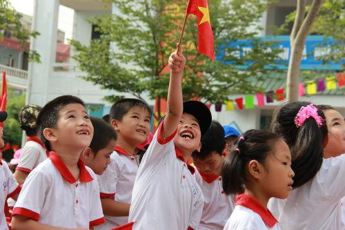 Học sinh Tiểu học Hà Nội đẹp như thiên thần trong lễ khai giảng - Ảnh 14