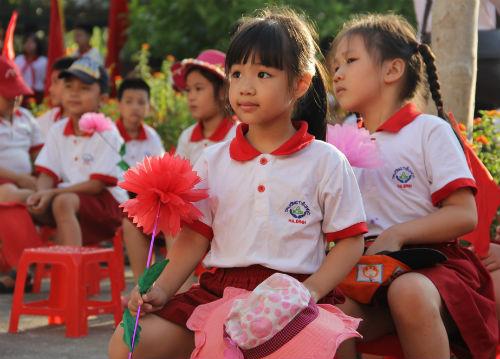 Học sinh Tiểu học Hà Nội đẹp như thiên thần trong lễ khai giảng - Ảnh 2