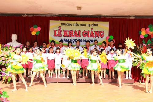 Học sinh Tiểu học Hà Nội đẹp như thiên thần trong lễ khai giảng - Ảnh 7