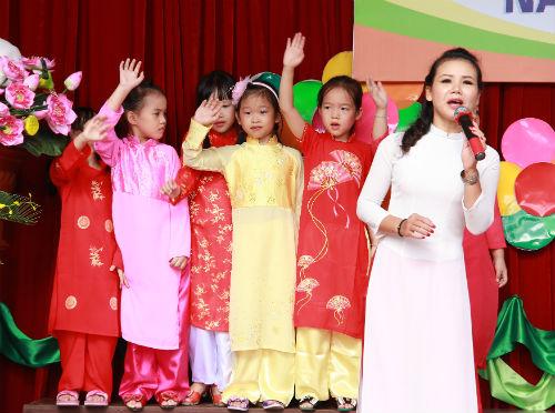 Học sinh Tiểu học Hà Nội đẹp như thiên thần trong lễ khai giảng - Ảnh 8