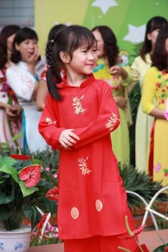 Học sinh Tiểu học Hà Nội đẹp như thiên thần trong lễ khai giảng - Ảnh 9