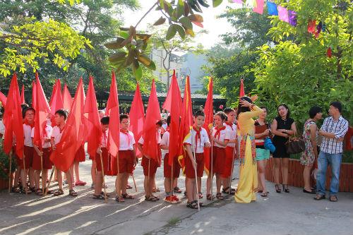 Học sinh Tiểu học Hà Nội đẹp như thiên thần trong lễ khai giảng - Ảnh 1