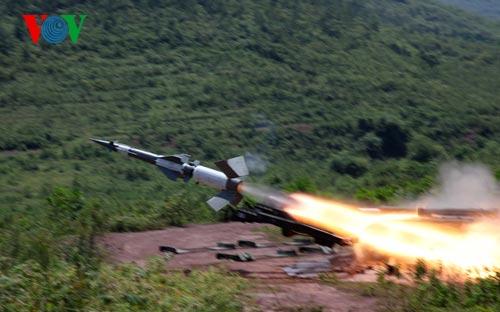 Hình ảnh bắn thành công tổ hợp tên lửa phòng không cải tiến - Ảnh 1