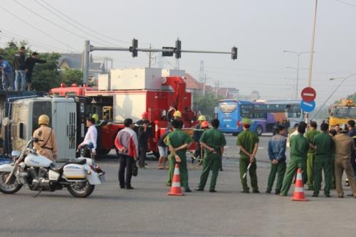 Xe khách chở hơn 20 người gặp tai nạn ở Bình Dương - Ảnh 4