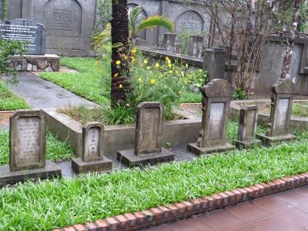 Bí mật về đôi khuyển trung thành bên mộ cụ Phan Bội Châu - Ảnh 2