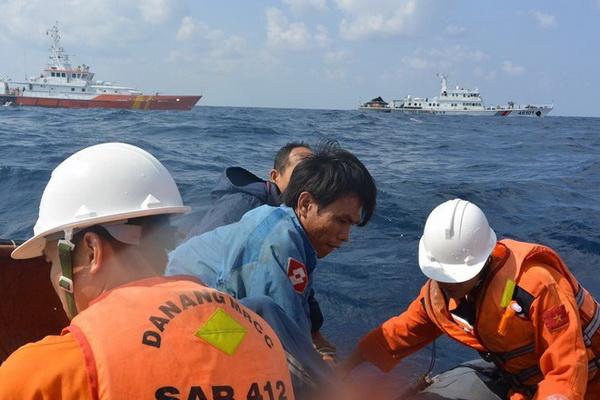 Vụ tàu mắc cạn ở Hoàng Sa: Bộ trưởng Thăng gửi thư khen lực lượng cứu hộ - Ảnh 1