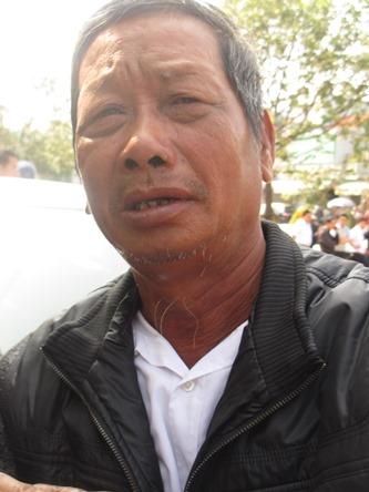 Chùm ảnh: Người dân Đà Nẵng khóc thương ông Nguyễn Bá Thanh - Ảnh 8