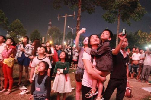 Đồng Nai: Háo hức ngắm pháo hoa chào xuân 2015 - Ảnh 7