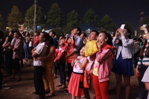 Đồng Nai: Háo hức ngắm pháo hoa chào xuân 2015 - Ảnh 8
