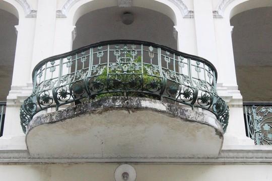 Biệt thự 100 tuổi giữa Sài Gòn được rao bán hơn 700 tỷ - Ảnh 6