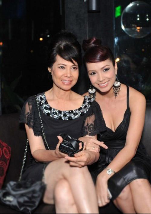 Ngắm những bà mẹ xinh đẹp, trẻ trung của sao Việt - Ảnh 4