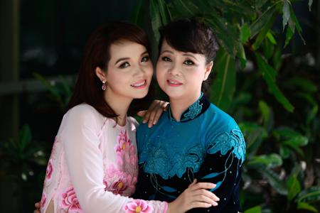 Ngắm những bà mẹ xinh đẹp, trẻ trung của sao Việt - Ảnh 7