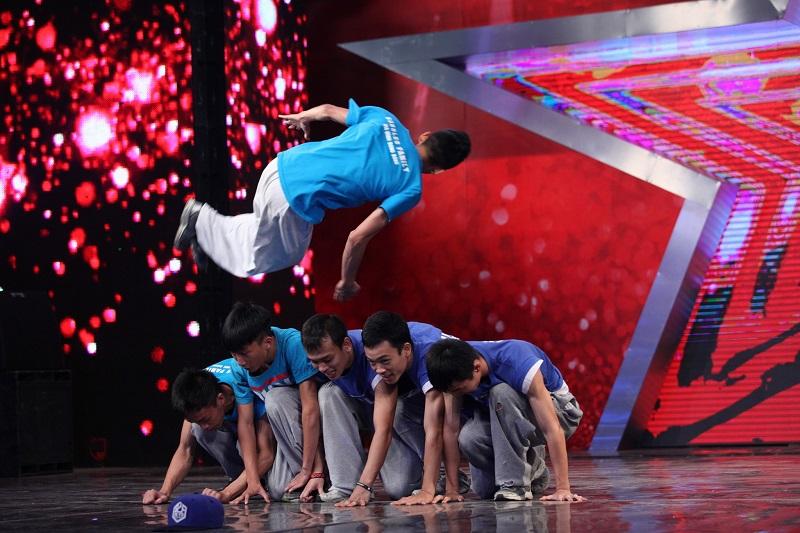 """Vietnam's Got Talent: Thúy Hạnh """"lên nóc nhà"""" cùng """"Thánh quẩy"""" - Ảnh 11"""