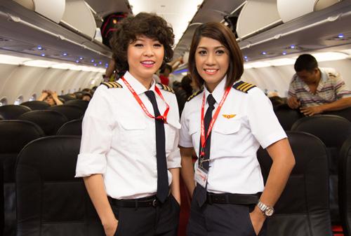 Ngắm nữ phi công xinh đẹp như người mẫu - Ảnh 1