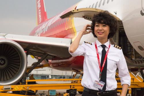 Ngắm nữ phi công xinh đẹp như người mẫu - Ảnh 8