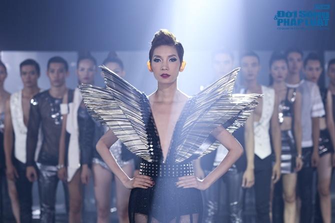 """Xuân Lan hóa """"phù thủy quyền lực"""" trong Vietnam's Next Top Model - Ảnh 1"""