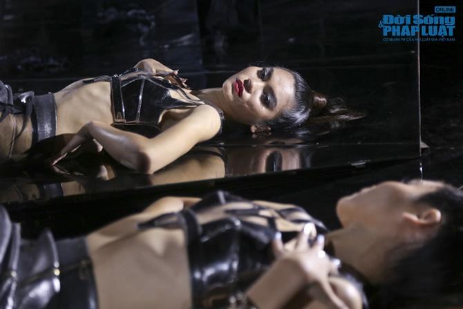 """Xuân Lan hóa """"phù thủy quyền lực"""" trong Vietnam's Next Top Model - Ảnh 6"""