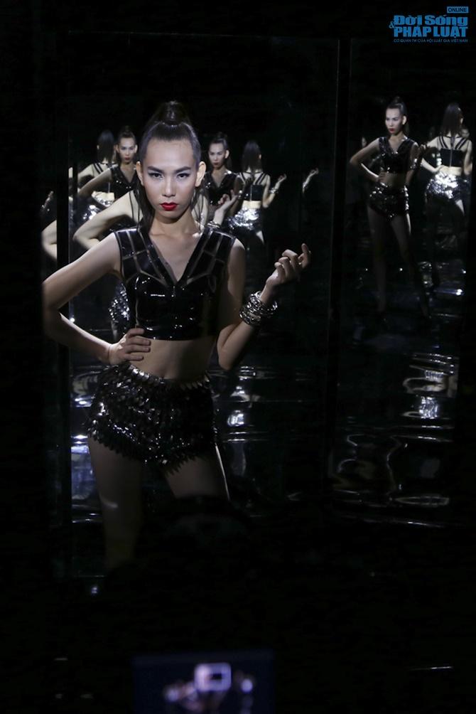 """Xuân Lan hóa """"phù thủy quyền lực"""" trong Vietnam's Next Top Model - Ảnh 12"""