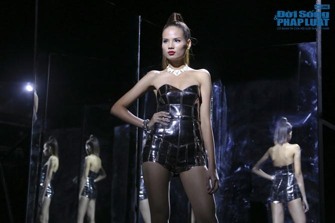 """Xuân Lan hóa """"phù thủy quyền lực"""" trong Vietnam's Next Top Model - Ảnh 13"""