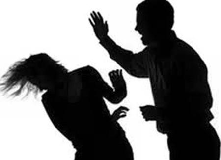 Dùng búa chém vợ rồi uống thuốc sâu tự tử - Ảnh 1