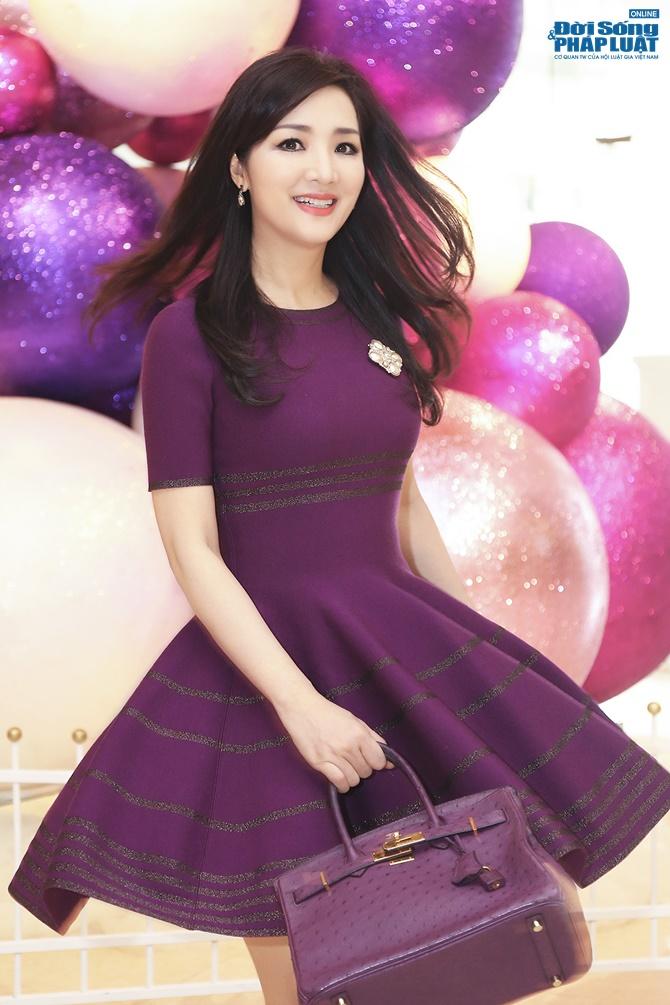 Hoa hậu Giáng My trẻ trung xinh đẹp đi làm MC - Ảnh 4