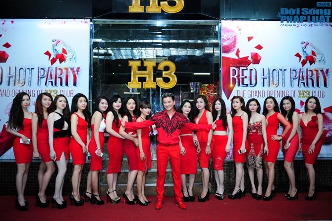 """Dương Triệu Vũ """"bay"""" cùng Đàm Vĩnh Hưng gây bùng nổ Red Hot Party - Ảnh 1"""