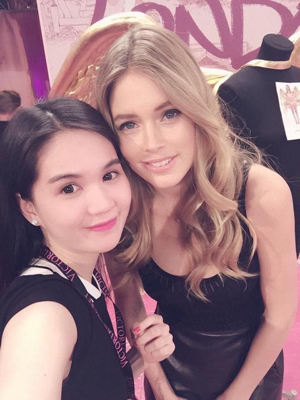 Ngọc Trinh rạng rỡ khoe sắc cùng Hoa hậu Anh Amy Willerton - Ảnh 7