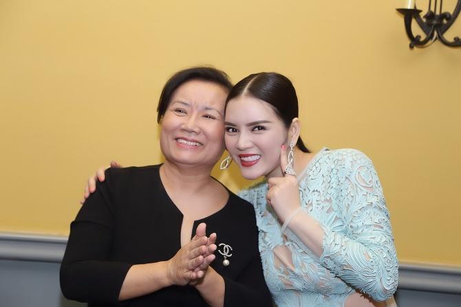 Lý Nhã Kỳ tặng quà độc cho Trần Bảo Sơn trong tiệc Giáng sinh - Ảnh 11