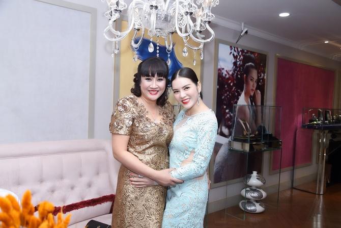 Lý Nhã Kỳ tặng quà độc cho Trần Bảo Sơn trong tiệc Giáng sinh - Ảnh 7
