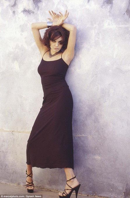 Loạt hình táo bạo chưa từng công bố của Angelina Jolie - Ảnh 3