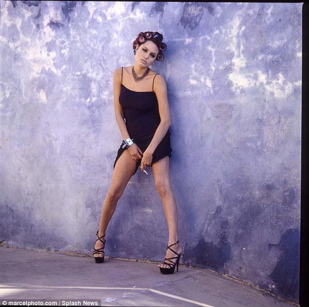 Loạt hình táo bạo chưa từng công bố của Angelina Jolie - Ảnh 5