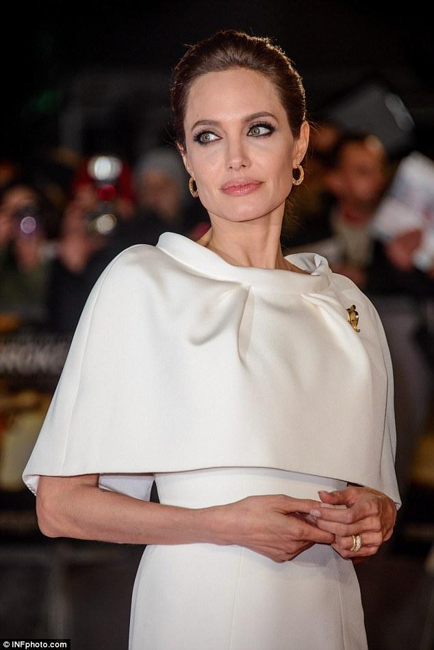 Loạt hình táo bạo chưa từng công bố của Angelina Jolie - Ảnh 8