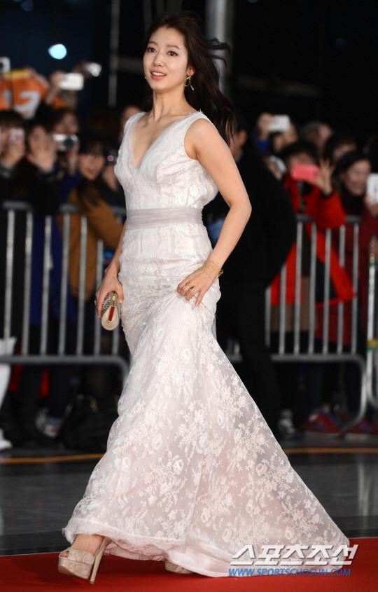 Dàn sao Hàn khoe sắc trên thảm đỏ SBS Drama Awards - Ảnh 6