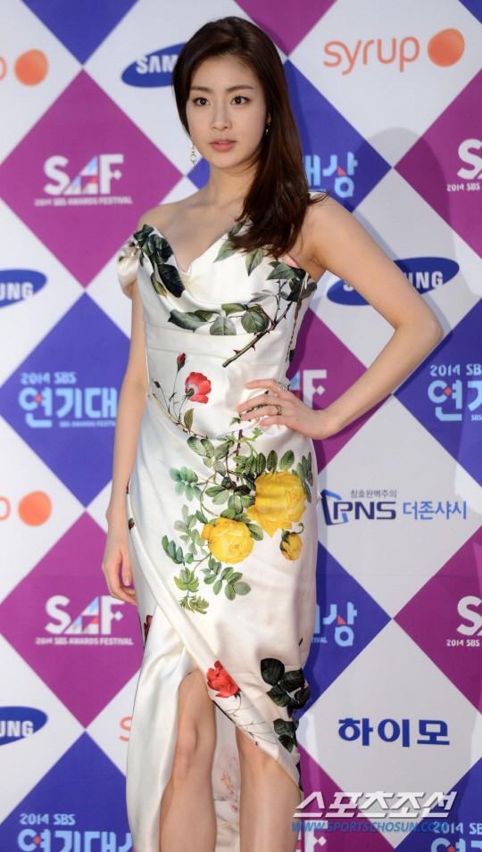 Dàn sao Hàn khoe sắc trên thảm đỏ SBS Drama Awards - Ảnh 9