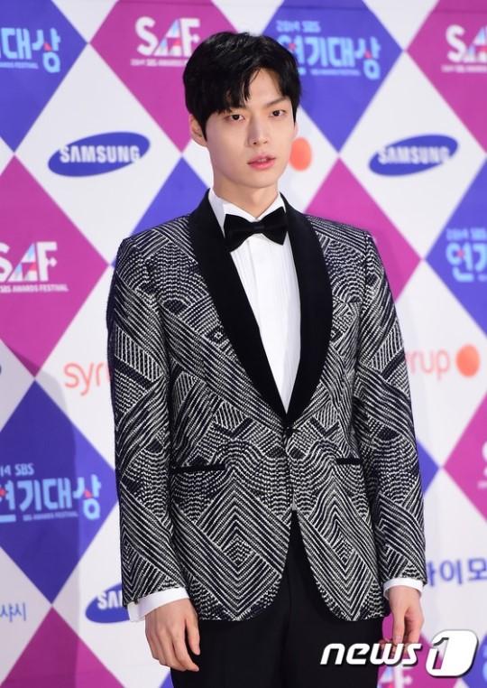 Dàn sao Hàn khoe sắc trên thảm đỏ SBS Drama Awards - Ảnh 10