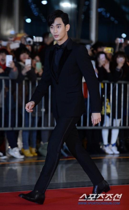Dàn sao Hàn khoe sắc trên thảm đỏ SBS Drama Awards - Ảnh 3