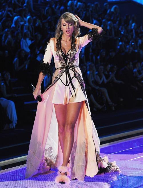 """Taylor Swift - """"thiên thần danh dự"""" của Victoria's Secret - Ảnh 5"""